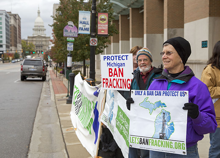 Anti-Fracking Group Protests Sale of Oil and Gas Rights on State-Owned Land